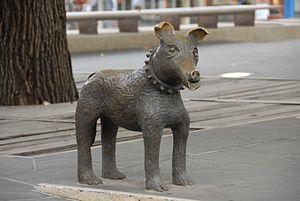 300px-irving_bronze_sculpture_larry_la_trobe_1992_1996_a